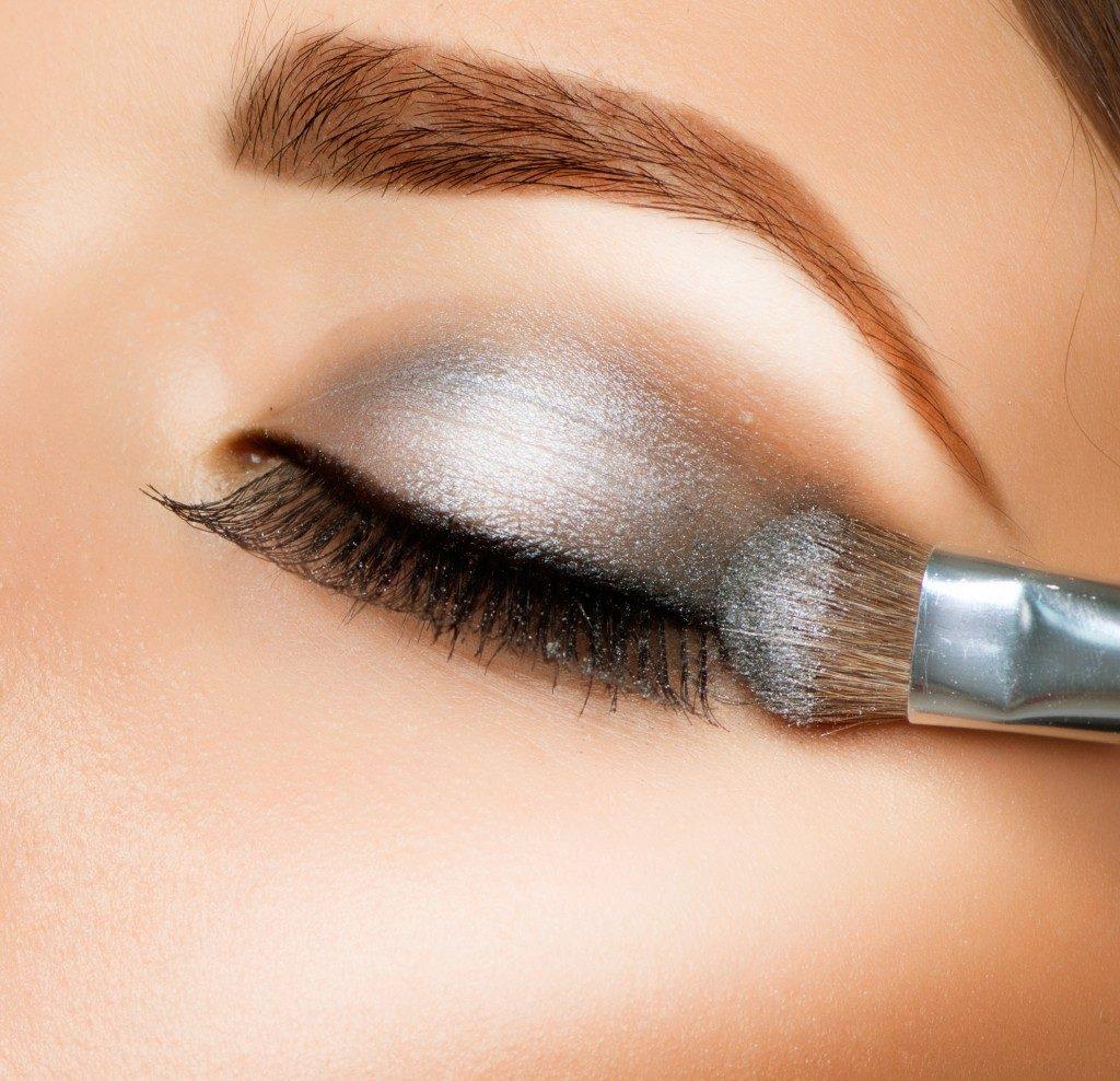 using an eye shadow brush