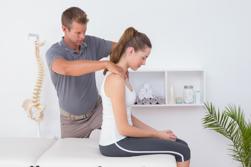 man doing chiropractic treatment to woman