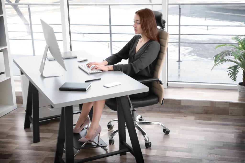 woman in ergonomic chair